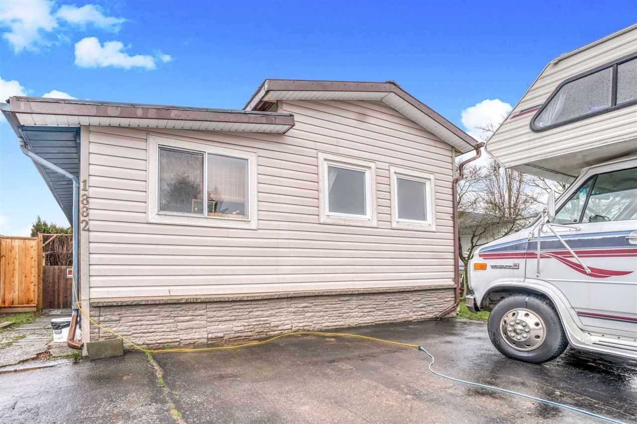 Main Photo: 1882 SHORE Crescent in Abbotsford: Central Abbotsford Manufactured Home for sale : MLS®# R2534428
