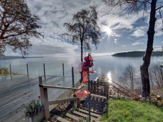 Photo 1: 6169 SUNSHINE COAST Highway in Sechelt: Sechelt District House for sale (Sunshine Coast)  : MLS®# R2523526