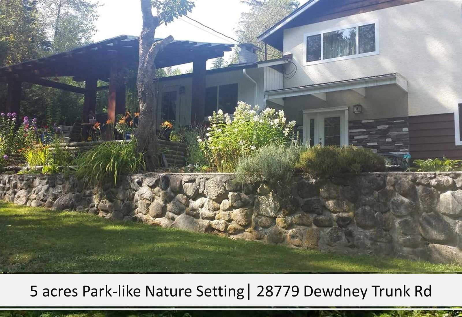 Photo 4: Photos: 28779 DEWDNEY TRUNK Road in Maple Ridge: Northeast House for sale : MLS®# R2597212