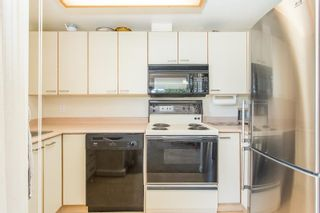 """Photo 15: 408 15111 RUSSELL Avenue: White Rock Condo for sale in """"PACIFIC TERRACE"""" (South Surrey White Rock)  : MLS®# R2590642"""