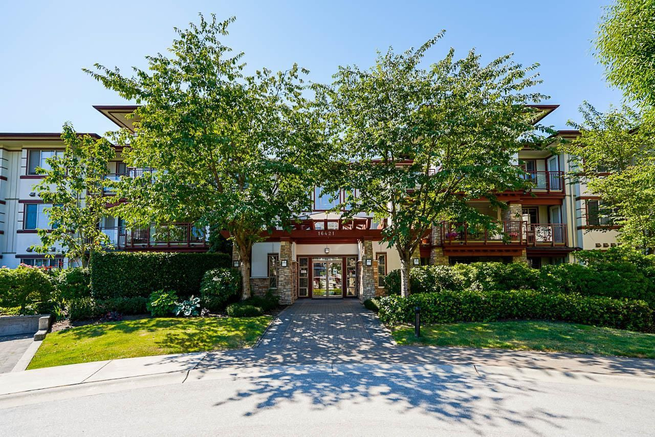 """Main Photo: 208 16421 64 Avenue in Surrey: Cloverdale BC Condo for sale in """"St. Andrews"""" (Cloverdale)  : MLS®# R2603809"""