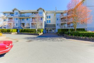 "Photo 2: 305 19340 65 Avenue in Surrey: Clayton Condo for sale in ""Esprit"" (Cloverdale)  : MLS®# R2045830"
