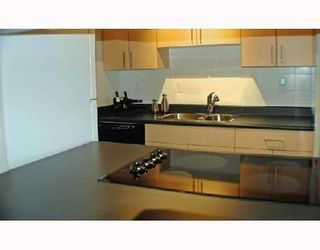 """Photo 4: 211 1106 PACIFIC Street in Vancouver: West End VW Condo for sale in """"WESTGATE LANDING"""" (Vancouver West)  : MLS®# V755168"""