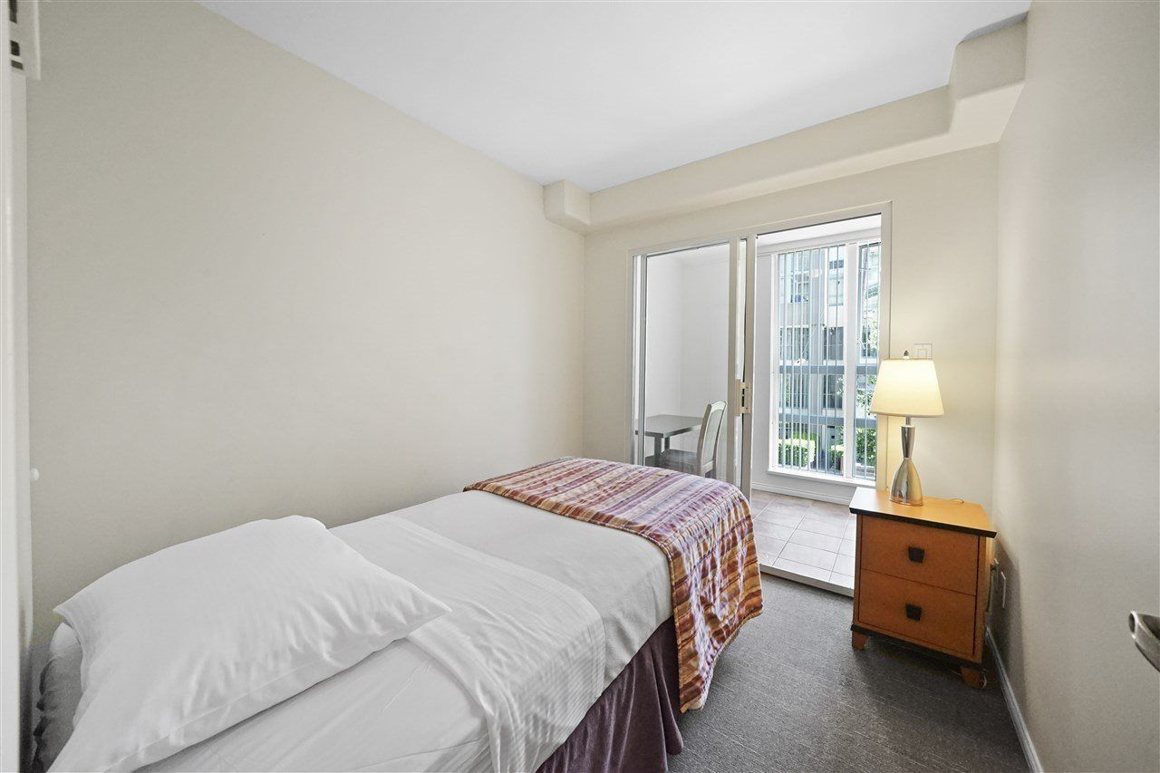 """Photo 15: Photos: 405 910 BEACH Avenue in Vancouver: Yaletown Condo for sale in """"MERIDIAN"""" (Vancouver West)  : MLS®# R2534010"""