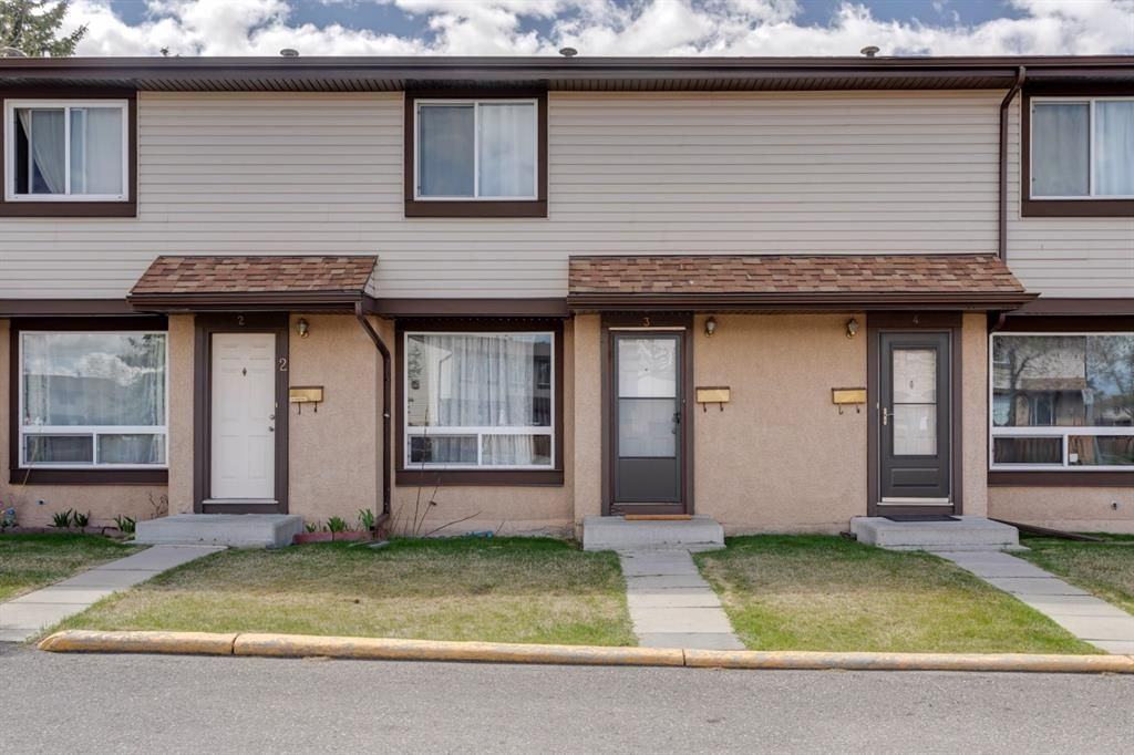 Main Photo: 3 2727 Rundleson Road NE in Calgary: Rundle Row/Townhouse for sale : MLS®# A1118033