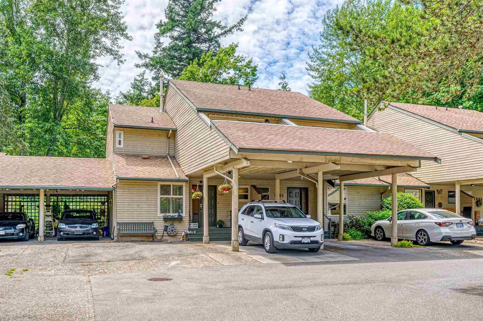 """Main Photo: 1859 LILAC Drive in Surrey: King George Corridor Townhouse for sale in """"ALDERWOOD"""" (South Surrey White Rock)  : MLS®# R2596263"""