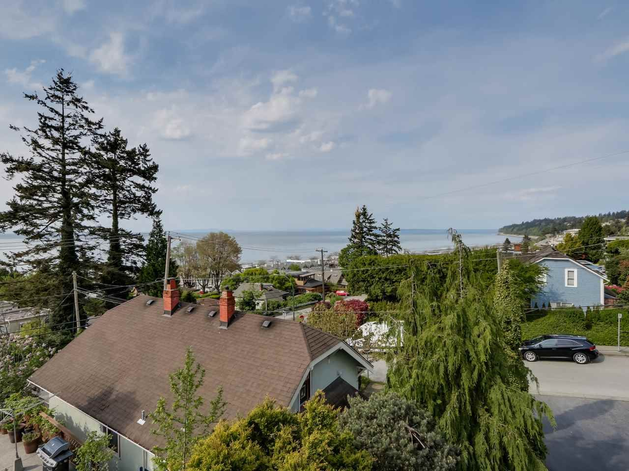 """Main Photo: 1216 EVERALL Street: White Rock House for sale in """"WHITE ROCK HILLSIDE"""" (South Surrey White Rock)  : MLS®# R2061873"""