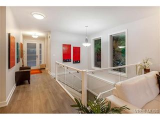 Photo 13: 114 1177 Deerview Pl in VICTORIA: La Bear Mountain House for sale (Langford)  : MLS®# 684098