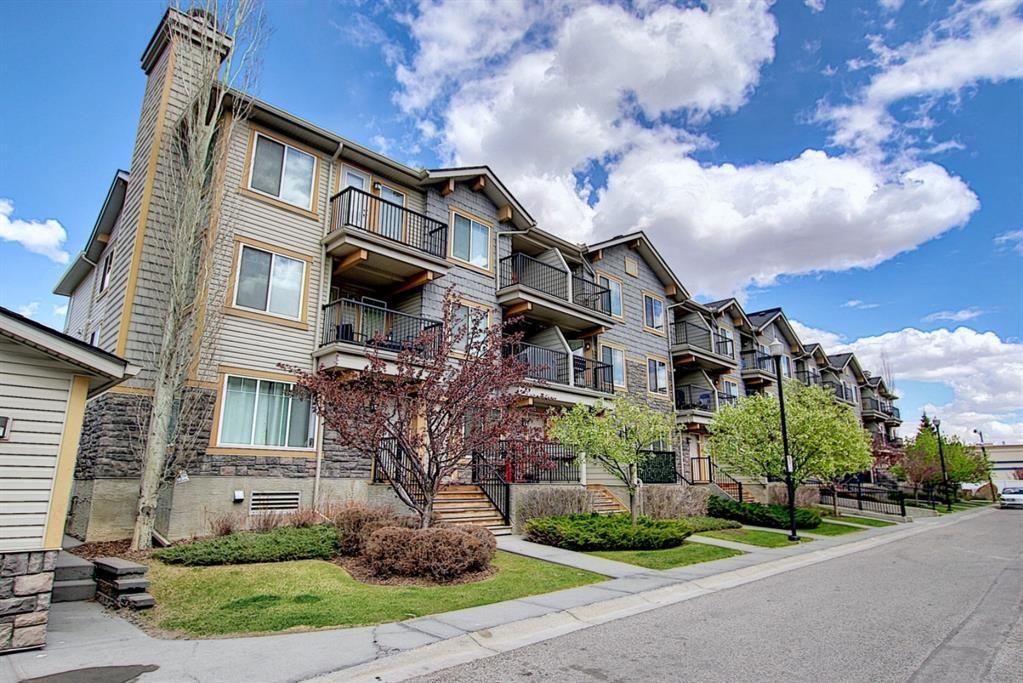 Main Photo: 128 Mckenzie Towne Lane SE in Calgary: McKenzie Towne Row/Townhouse for sale : MLS®# A1106619