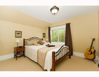 """Photo 8: 1949 ADANAC Street in Vancouver: Grandview VE House for sale in """"COMMERCIAL DRIVE"""" (Vancouver East)  : MLS®# V652514"""