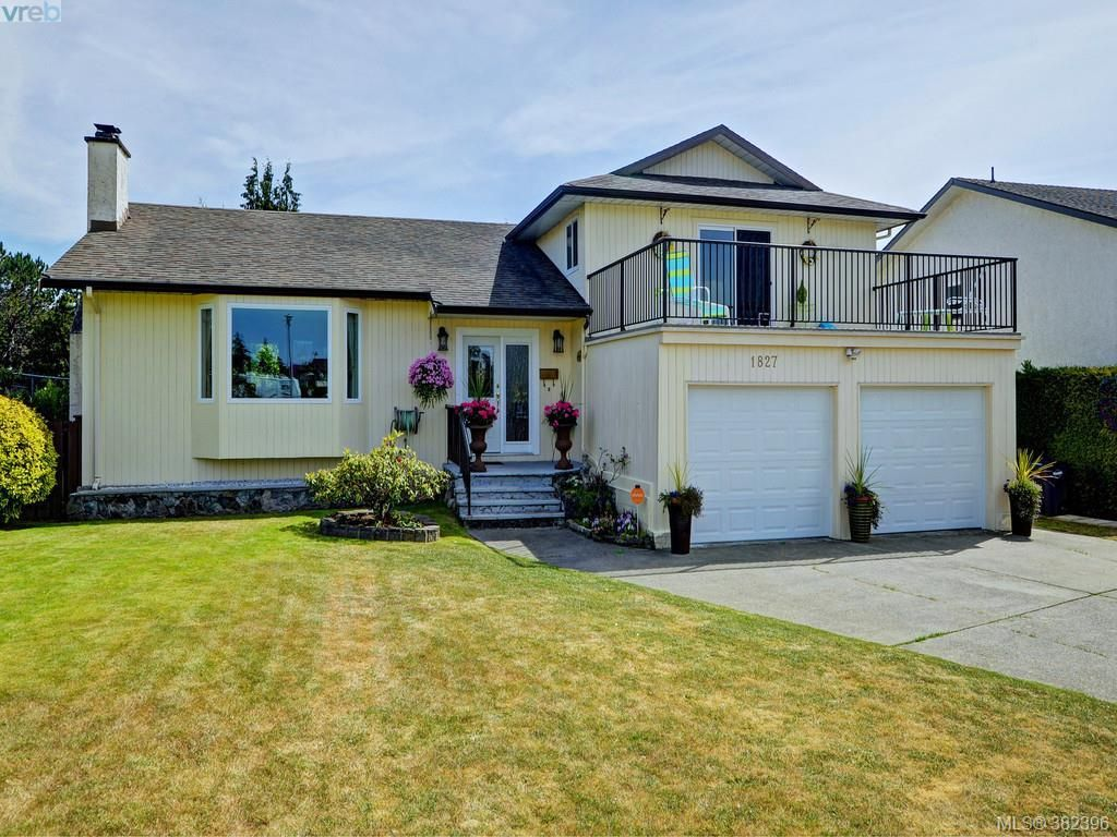 Main Photo: 1827 Teakwood Road in VICTORIA: SE Lambrick Park Single Family Detached for sale (Saanich East)  : MLS® # 382396