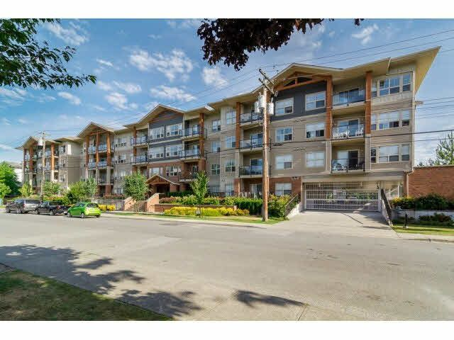 """Main Photo: 404 20219 54A Avenue in Langley: Langley City Condo for sale in """"Suede"""" : MLS®# F1444287"""