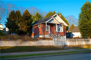 Photo 2: 3525 E GEORGIA Street in Vancouver: Renfrew VE House for sale (Vancouver East)  : MLS®# R2435328