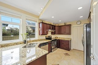 Photo 5: 2377 Oakville Ave in : Si Sidney South-East House for sale (Sidney)  : MLS®# 871641