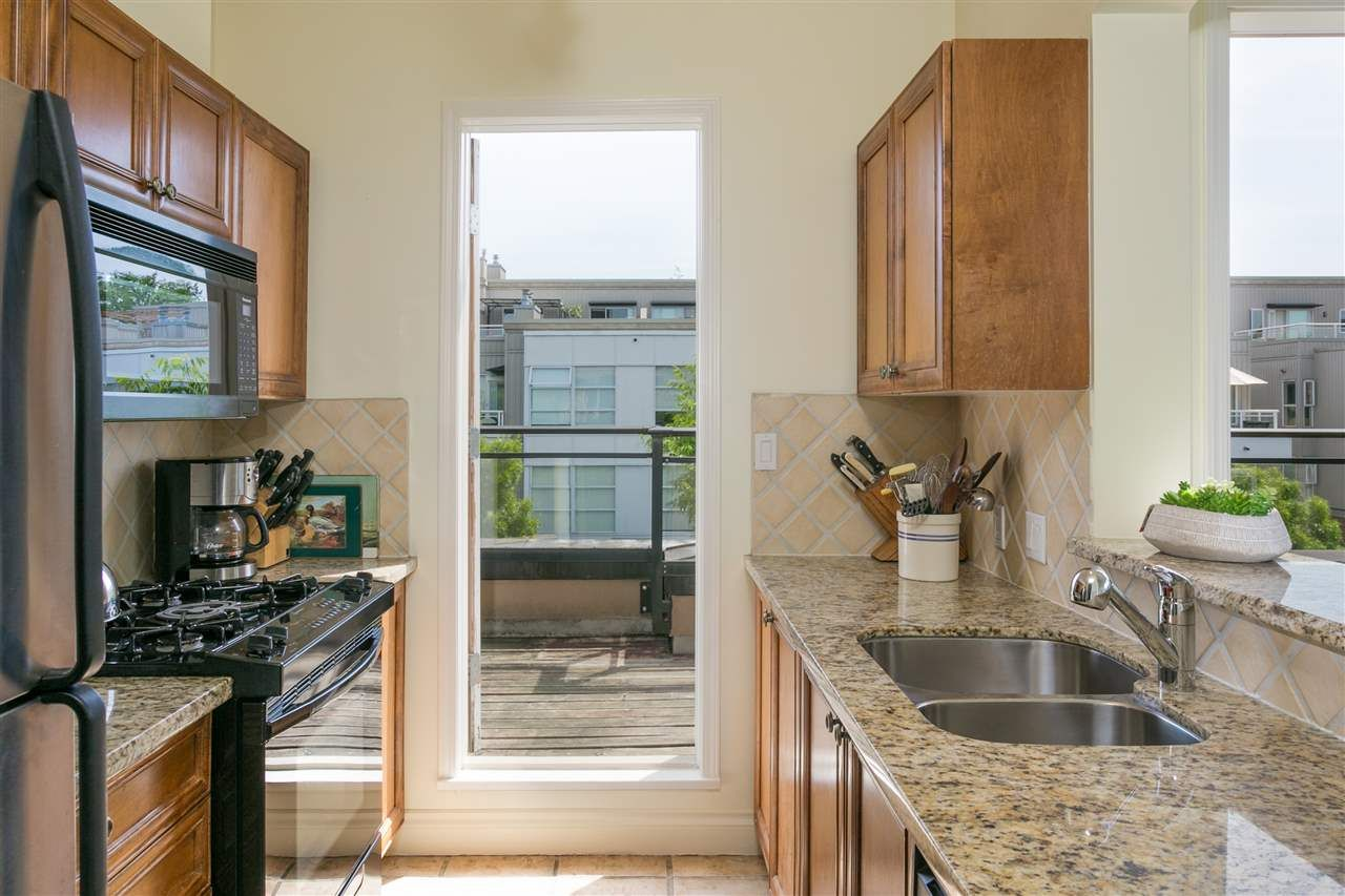 """Photo 8: Photos: 404 2175 SALAL Drive in Vancouver: Kitsilano Condo for sale in """"Savona"""" (Vancouver West)  : MLS®# R2397465"""