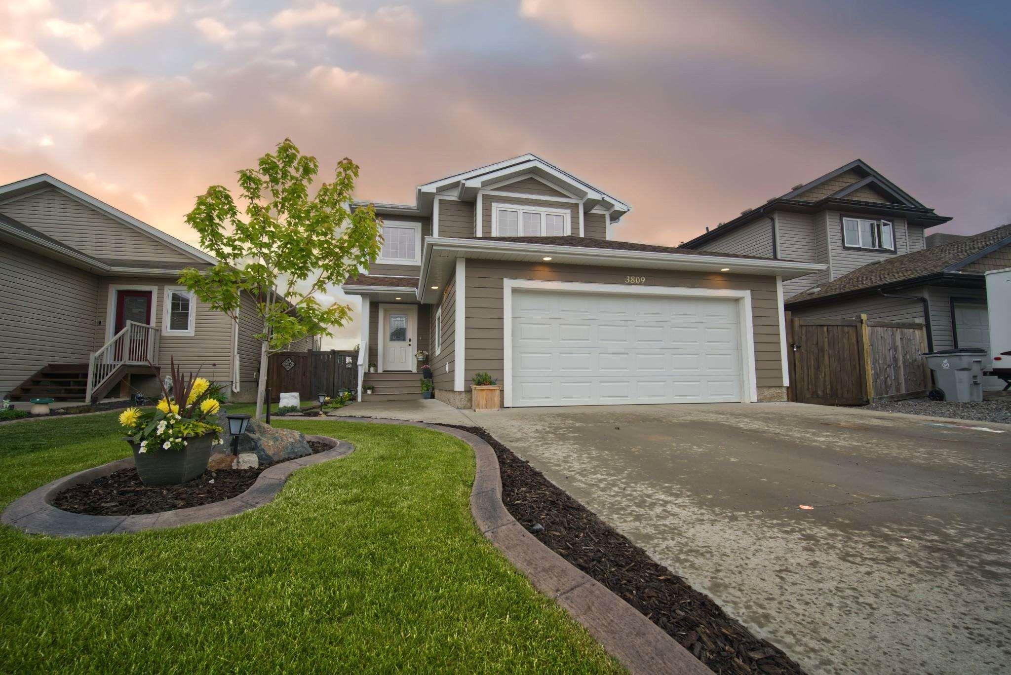 Main Photo: 3809 52 Street: Gibbons House for sale : MLS®# E4249038