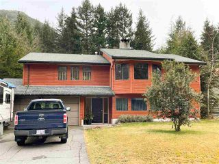 Main Photo: 40057 PLATEAU Drive in Squamish: Plateau House for sale : MLS®# R2543136