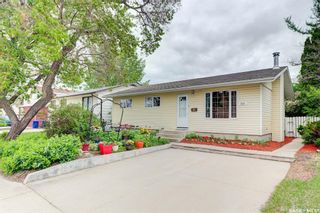 Photo 1: 210 Central Street in Warman: Residential for sale : MLS®# SK859298