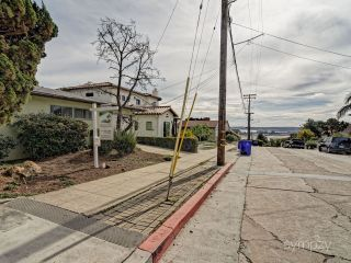 Photo 5: MIDDLETOWN House for sale : 2 bedrooms : 1307 W UPAS ST in SAN DIEGO
