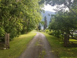 Photo 3: 5930 STAFFORD ROAD in Nelson: House for sale : MLS®# 2461427