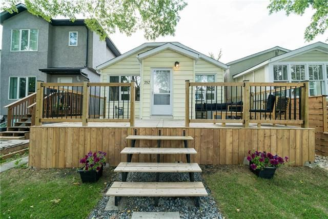 Welcome to 752 Garwood Avenue in Crescentwood! One of the city's most desirable neighbourhoods!