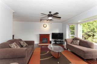 """Photo 5: 5811 ANGUS Place in Surrey: Cloverdale BC House for sale in """"Jersey Hills"""" (Cloverdale)  : MLS®# R2326051"""