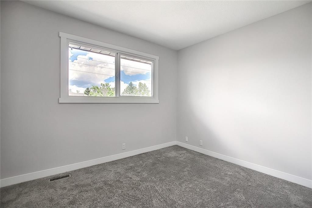 Photo 22: Photos: 1134 BERKLEY Drive NW in Calgary: Beddington Heights Semi Detached for sale : MLS®# C4303281
