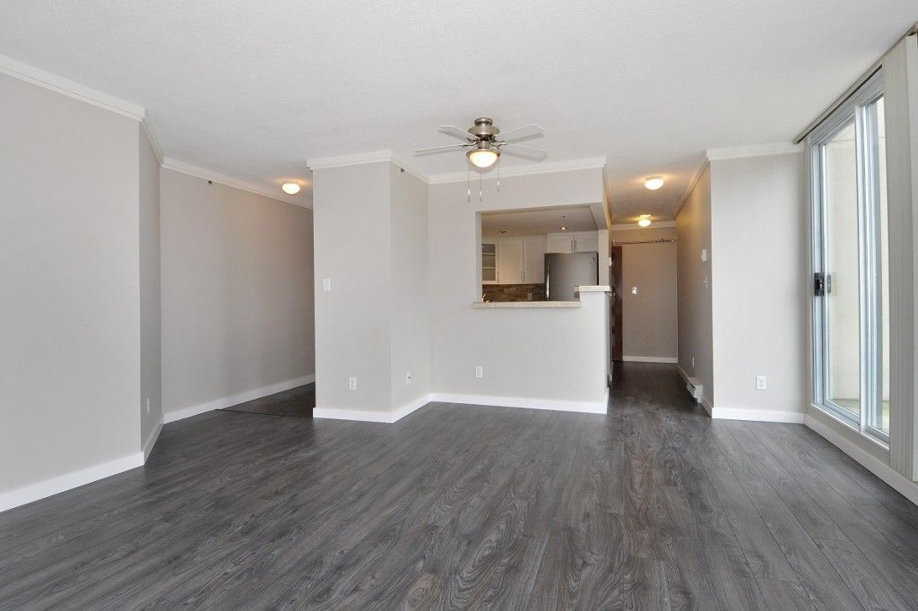 """Photo 4: Photos: PH3 828 AGNES Street in New Westminster: Downtown NW Condo for sale in """"WESTMINSTER TOWERS"""" : MLS®# R2153031"""