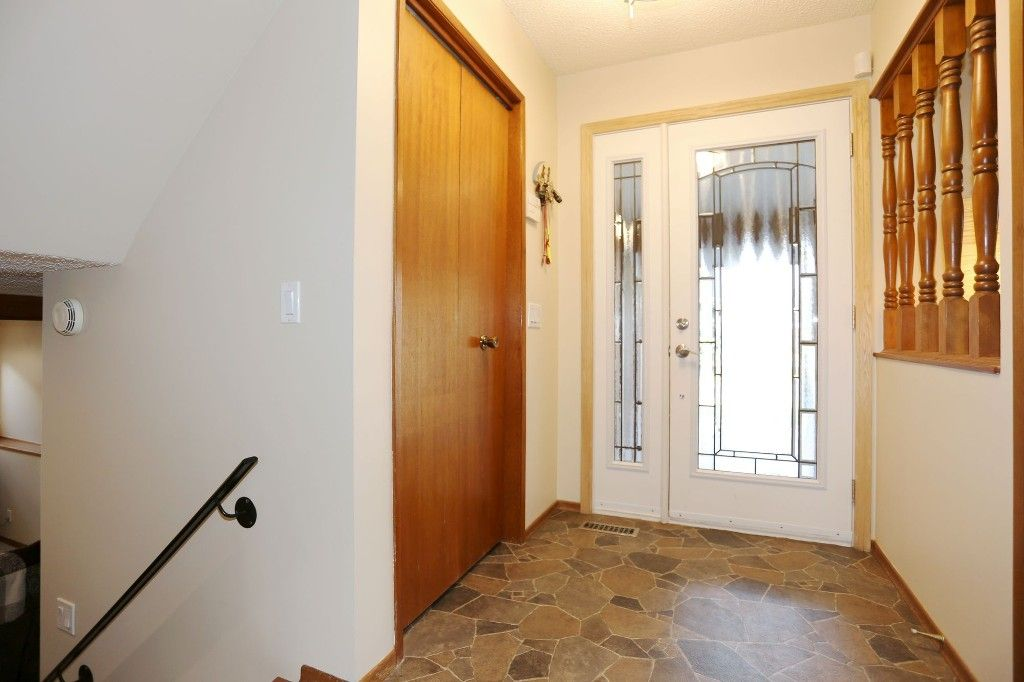 Photo 5: Photos: 2 Hazel Park Drive in Winnipeg: Richmond West Single Family Detached for sale (1S)  : MLS®# 1728254