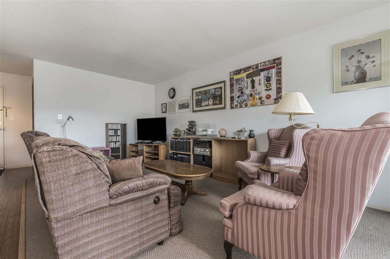 Photo 10: Photos: 211 31955 OLD YALE ROAD in Abbotsford: Abbotsford West Condo for sale : MLS®# R2274586