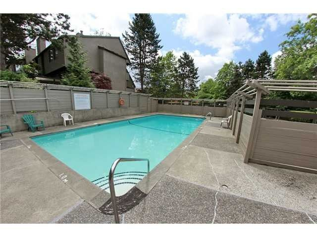 """Photo 10: Photos: 8550 WOODRIDGE Place in Burnaby: Forest Hills BN Townhouse for sale in """"SIMON FRASER VILLAGE"""" (Burnaby North)  : MLS®# V966181"""