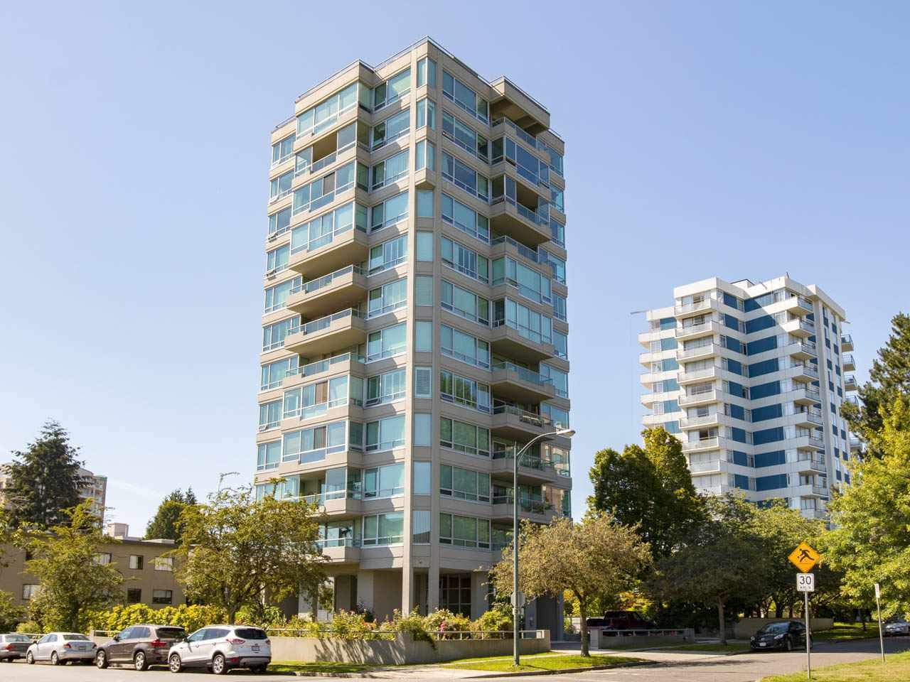 """Main Photo: 5 5885 YEW Street in Vancouver: Kerrisdale Condo for sale in """"Kerrisdale"""" (Vancouver West)  : MLS®# R2243002"""