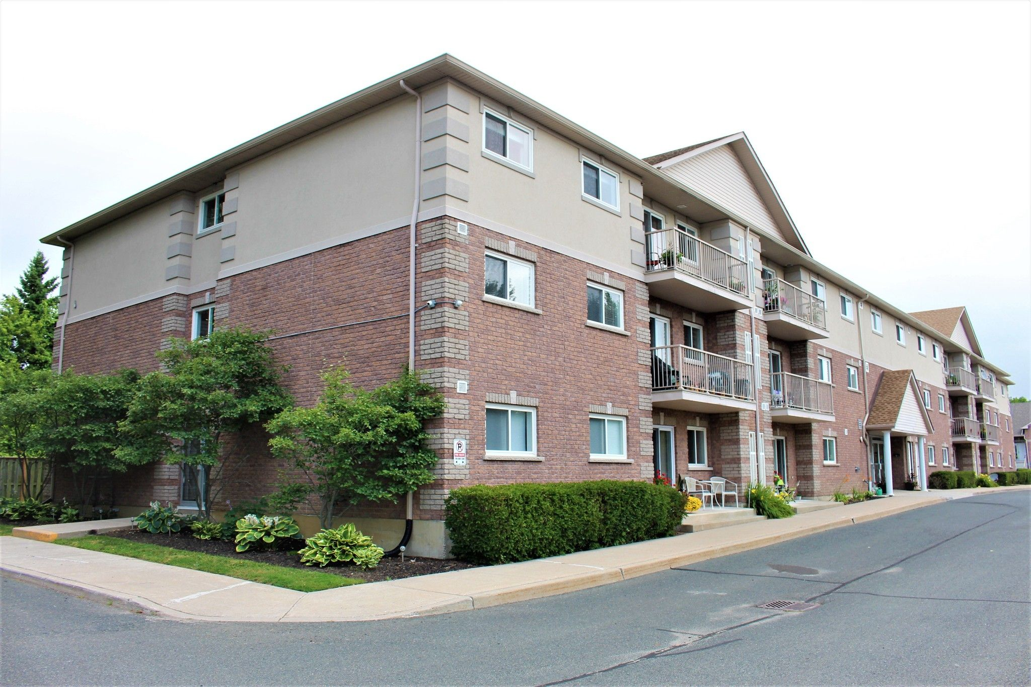 Main Photo: 301 841 Battell Street in Cobourg: Condo for sale : MLS®# 273448