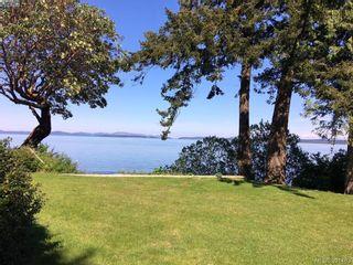 Photo 1: 8643 Lochside Dr in NORTH SAANICH: NS Bazan Bay House for sale (North Saanich)  : MLS®# 786921