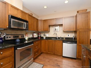 Photo 8: 106 1825 Kings Rd in VICTORIA: SE Camosun Row/Townhouse for sale (Saanich East)  : MLS®# 829546
