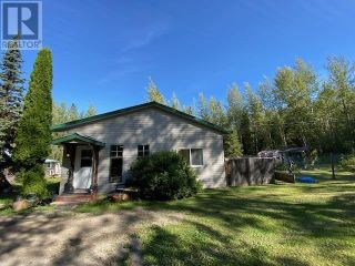 Photo 1: 1237 BARKERVILLE HIGHWAY in Quesnel: House for sale : MLS®# R2614511