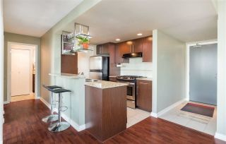 """Photo 4: 1101 583 BEACH Crescent in Vancouver: Yaletown Condo for sale in """"TWO PARK WEST"""" (Vancouver West)  : MLS®# R2578199"""