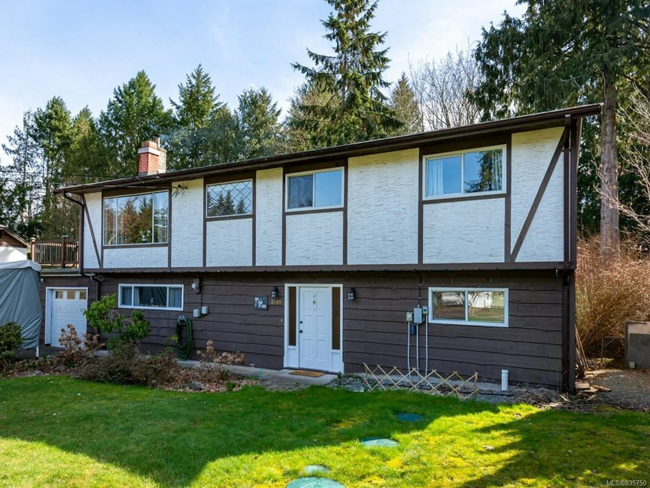 Main Photo: 2480 Mabley Rd in COURTENAY: CV Courtenay West House for sale (Comox Valley)  : MLS®# 835750