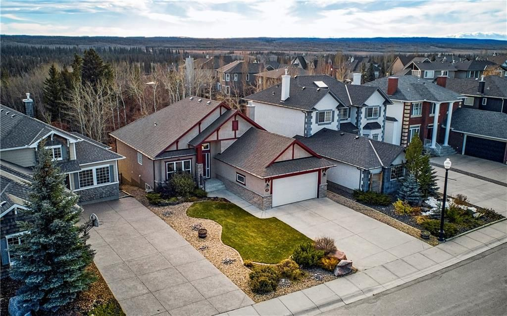 Main Photo: 97 DISCOVERY Drive SW in Calgary: Discovery Ridge Detached for sale : MLS®# C4214553