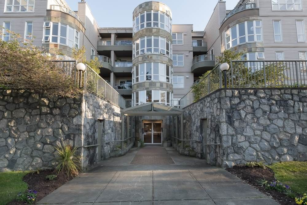 """Main Photo: 205 2428 W 1ST Avenue in Vancouver: Kitsilano Condo for sale in """"NOBLE HOUSE"""" (Vancouver West)  : MLS®# R2450860"""