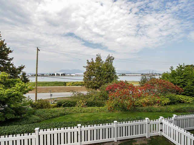 Main Photo: 202 5500 LYNAS LANE in : Riverdale RI Condo for sale : MLS®# V1099238