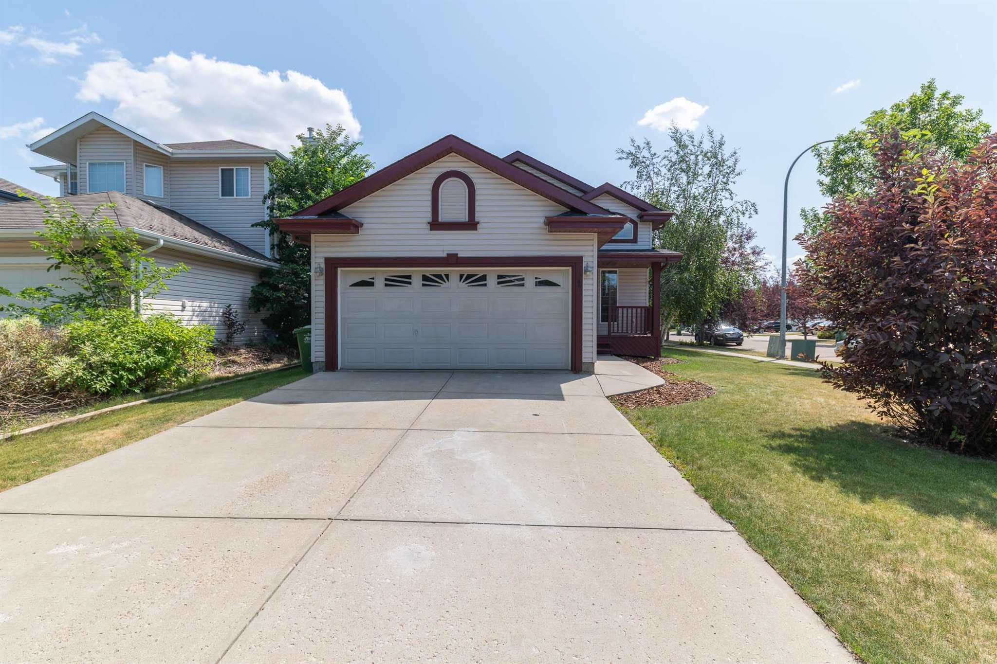 Main Photo: 1 ERINWOODS Place: St. Albert House for sale : MLS®# E4254213