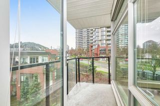 Photo 4: 307 26 E ROYAL Avenue in New Westminster: Fraserview NW Condo for sale : MLS®# R2529261