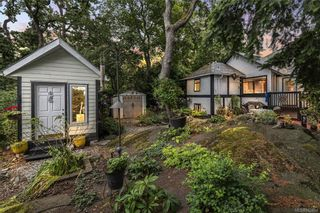 Photo 2: 1110 Rock St in Saanich: SE Maplewood House for sale (Saanich East)  : MLS®# 842954
