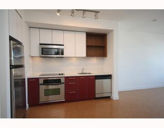 Photo 1: 304 2828 Main Street in Vancouver: Mount Pleasant VE Condo for sale (Vancouver East)  : MLS®# V786369