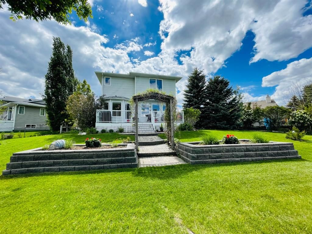 Main Photo: 1008 High Glen Bay NW: High River Detached for sale : MLS®# A1121017