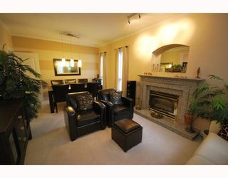 Photo 2: 4 8693 NO 3 Road in Richmond: Broadmoor Townhouse for sale : MLS®# V780928