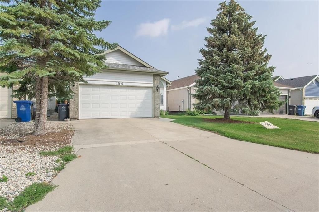 Main Photo: 184 Marygrove Crescent in Winnipeg: Whyte Ridge Residential for sale (1P)  : MLS®# 202118406