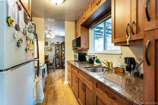 Photo 11: 685 Daffodil Ave in VICTORIA: SW Marigold House for sale (Saanich West)  : MLS®# 813850