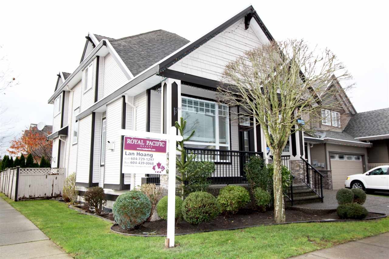 Photo 2: Photos: 6303 167B Street in Surrey: Cloverdale BC House for sale (Cloverdale)  : MLS®# R2123835